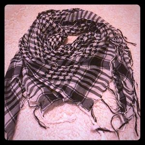 Adorable black and white scarf
